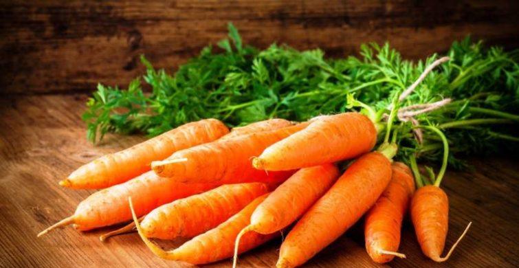Опытные огородники рассказали когда правильнее всего убирать морковь с грядки на хранение зимой в 2019 году