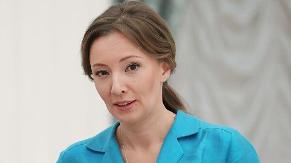 Кузнецова призвала обсуждать с молодежью традиционные семейные ценности