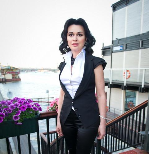 Семья больной раком Анастасии Заворотнюк выступила с первым публичным заявлением