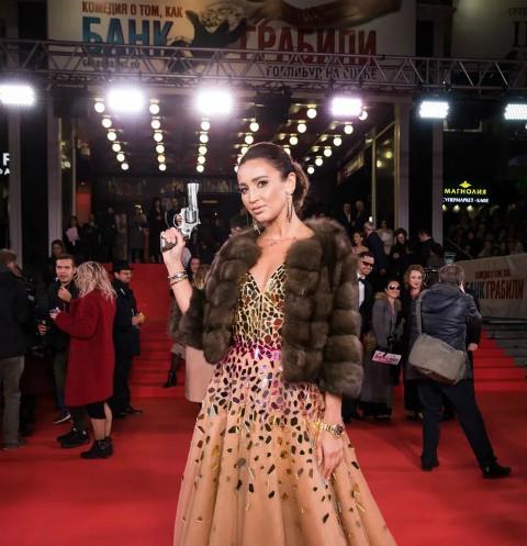 Ольга Бузова в эксклюзивном платье и Андрей Макаревич в образе грабителя: звезды на премьере мюзикла