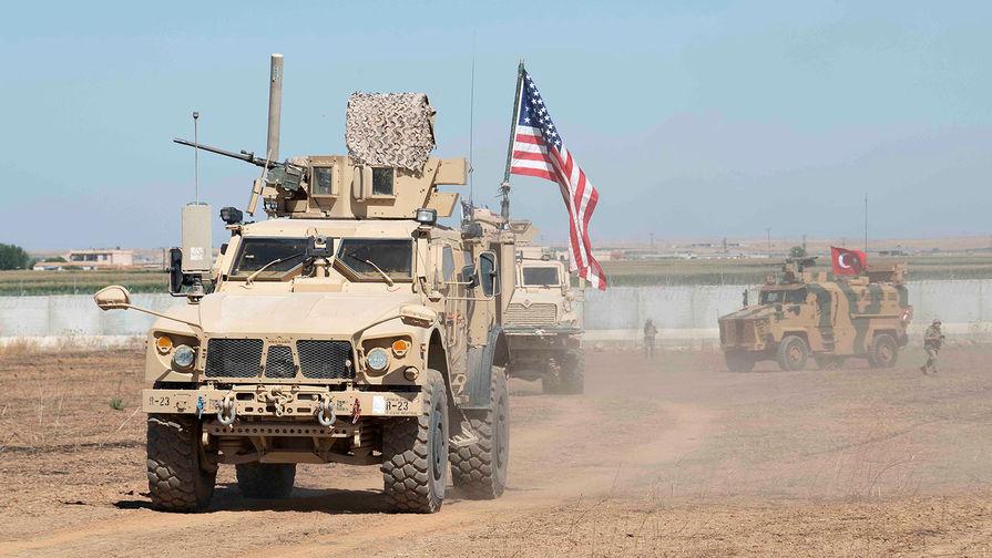 США перебросили боевую технику к нефтяным полям в Сирии, сообщили СМИ