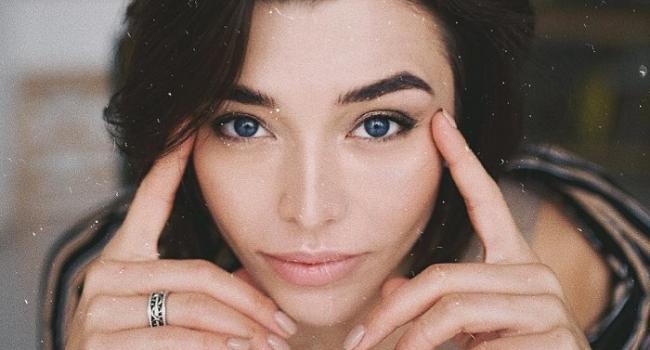 «Такая внешность необычная»: Алина Астровская показала все свои эмоции в одном посте, восхитив красотой
