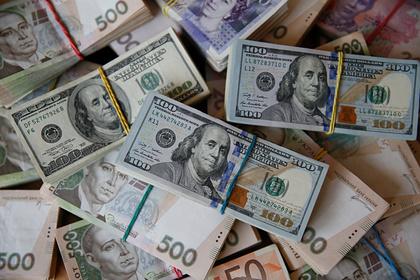 Банк Порошенко обязали вернуть взятые уЯнуковича миллионы