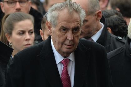 Президент Чехии призвал непереносить памятник маршалу Коневу вПраге