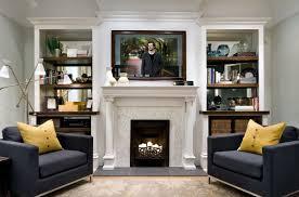 Как выбрать телевизор над камином в гостиной?