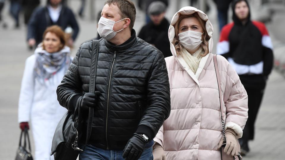 Эксперты рассказали, сколько один больной COVID-19 может заразить человек