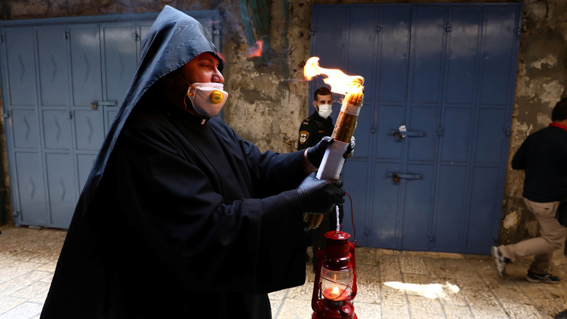 Благодатный огонь из Иерусалима доставлен в Москву