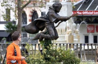 В центре Лондона установлен памятник Гарри Поттеру