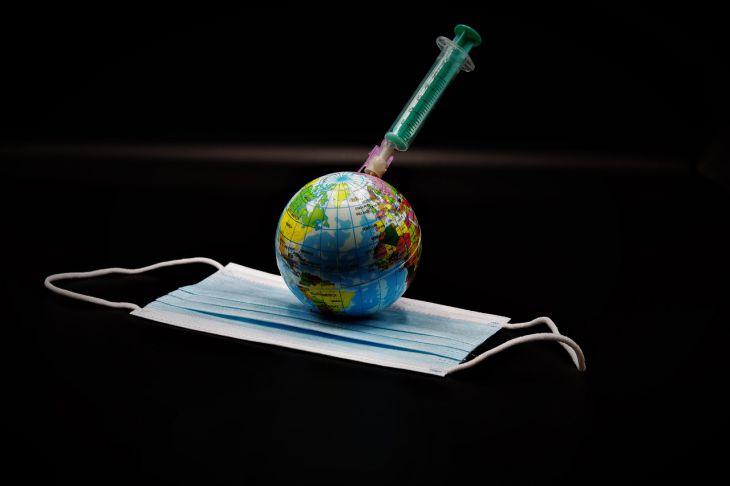Россия подала заявку в ВОЗ на ускоренную регистрацию вакцины «Спутник V»