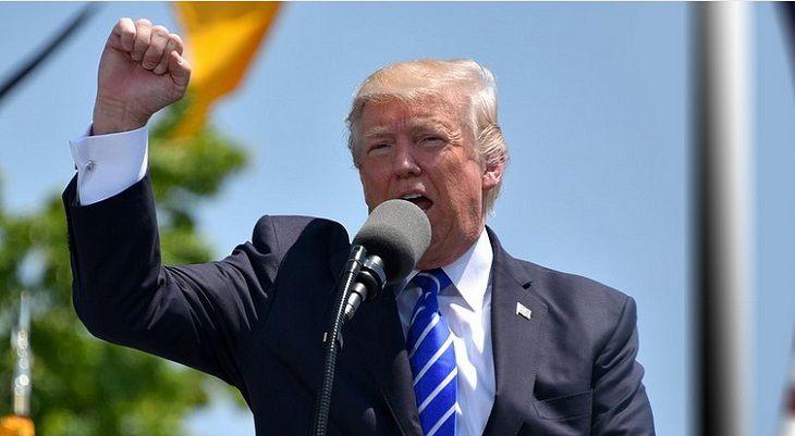 Трамп сдался, но сделал вид, что выставил условие своего ухода