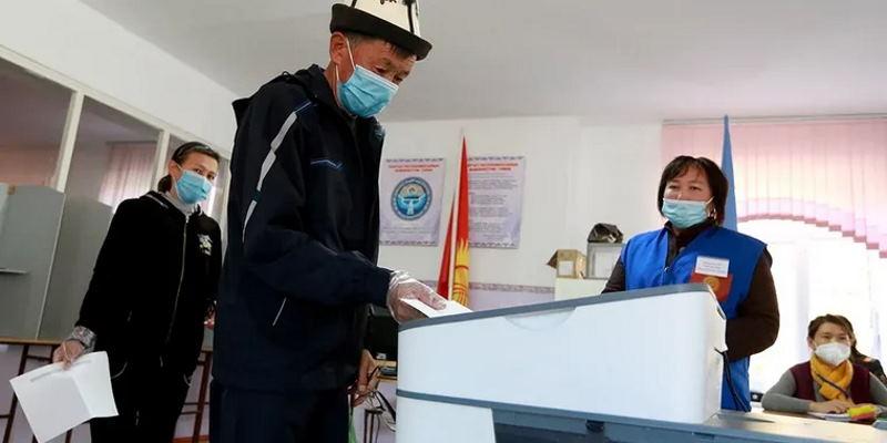 Президент Кыргызстана получит больше полномочий: большинство за новую Конституцию