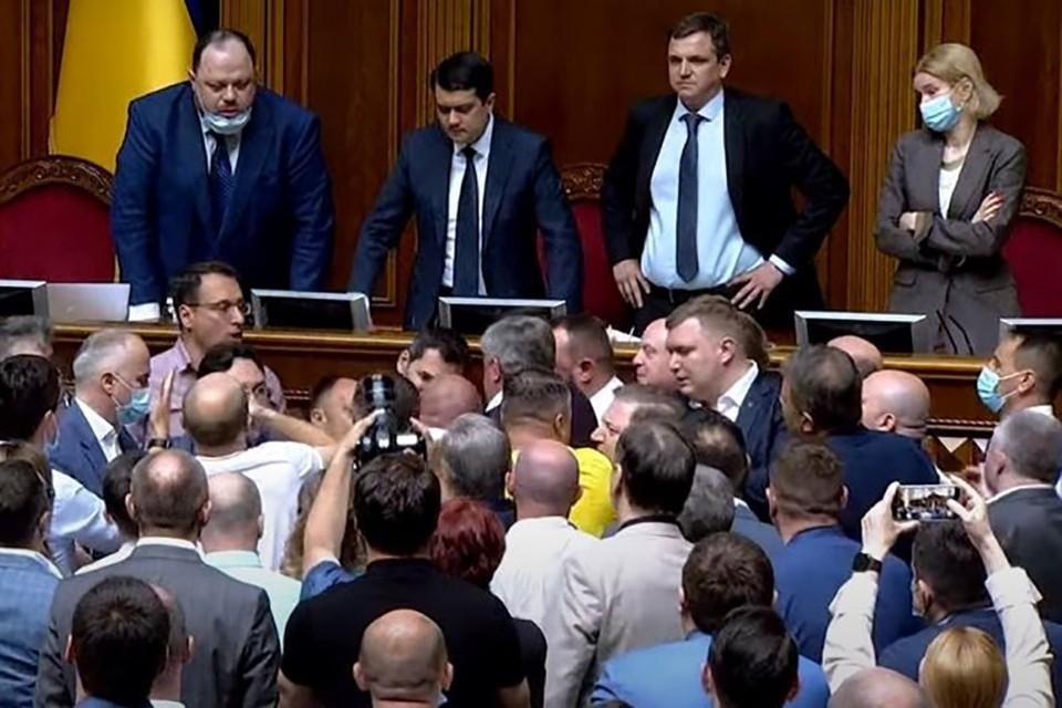 В Верховной раде Украины произошла массовая драка