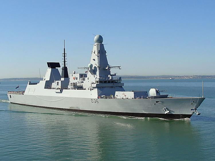 В Минобороны РФ заявили, что обратили в бегство британский эсминец