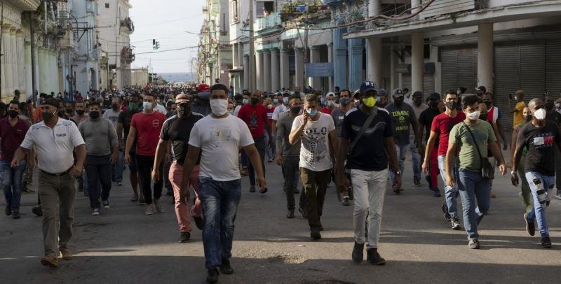 На Кубе народ вышел на улицы и требует ухода коммунистов