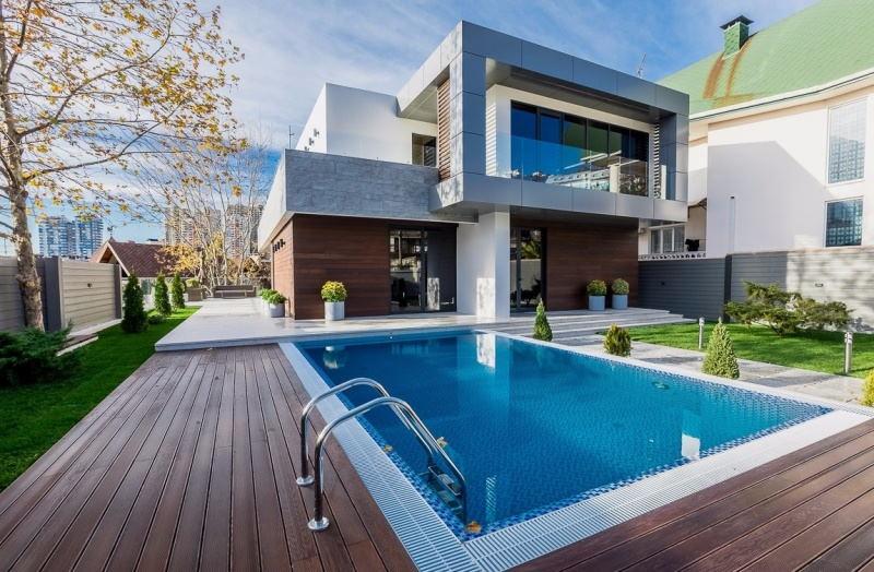 Элитная недвижимость в Подмосковье: дом с бассейном